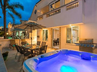 20% OFF DEC! Walk to Beach, Newly Renovated w/ Large Patio & Hot Tub