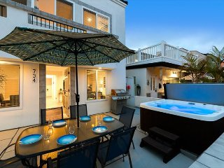20% OFF SEP + OCT - Walk to Beach, Newly Renovated w/ Large Patio & Hot Tub!