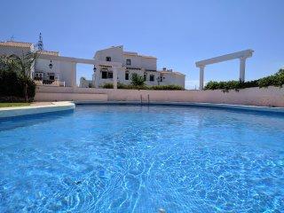 Vistas increíbles.Terraza, BBQ, solarium, piscina. Orientación sur-oeste.