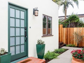 Alcazar Court - 3808.5 - Holiday Bungalows - in the heart of San Diego