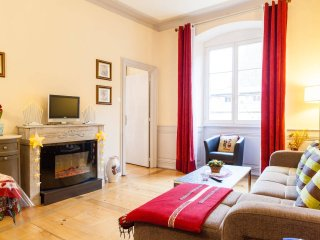 4*Rated Best City-Centre Apartment/2 Rooms, Large Beds, Fully Furnished, Parking