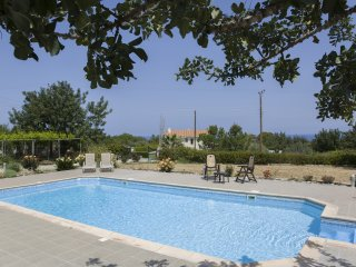 Eliofos Luxury Villa - Relaxing location, BBQ, Wifi, Smart TV