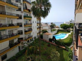 Apartamento a dos pasos de la playa. 3hab, pisicna comunitaria. Céntrico.