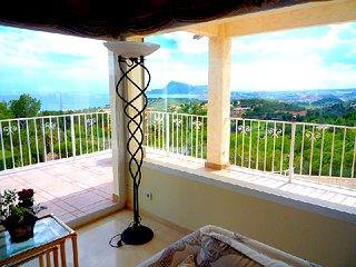 Villa en Sierra de Altea con panorámicas vistas al mar