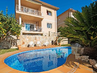 4 bedroom Villa with Pool - 5698998