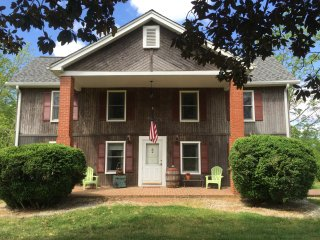 Historic home vacation rental / country setting, Nebo