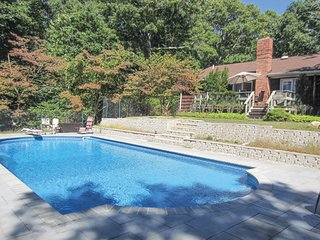 SOUTHAMPTON, LUXURY 4 BED 2 BATH WITH NEW POOL!!!!