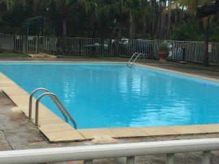 'Le ti caraibe' piscine, tennis, aire de jeux, bord de mer, sécurité et calme