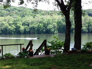 RIVERKEEPER INN, Waterfront Cottage on the Potomac