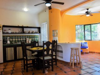 Mixteca 3 – funky and cute 1 bedroom, 1 bathroom condo