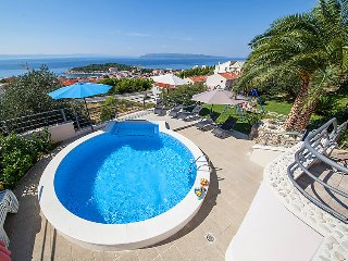 3 bedroom Villa with Air Con, WiFi and Walk to Beach & Shops - 5053941