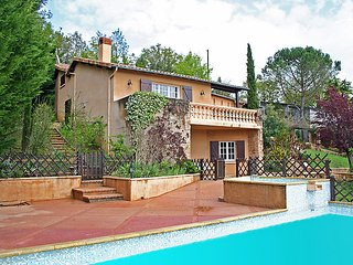 4 bedroom Villa in Bagnac-sur-Célé, Occitania, France : ref 5061659
