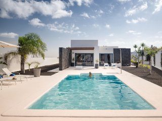 3 bedroom Villa in Playa Blanca, Lanzarote, Canary Islands : ref 2237038