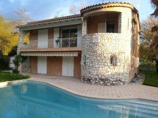 Maison de caractere avec grande piscine