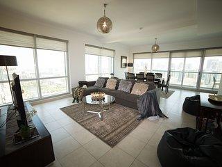 2 Bed Family Apt - Fairways Nth - Pool & Gym, Dubai