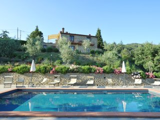 Villa Perugini stunning view 10people villa with pool overlooking Lake Trasimeno