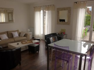 2 bedroom Villa in Saint Cyr/Les Lecques, Cote d Azur, France : ref 2162746