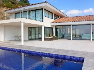 4 bedroom Villa in La Londe Les Maures, Cote D Azur, France : ref 2026757
