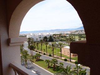 Luxury apartment opposite golf course/near beach. Fantastic views. Central. WIFI