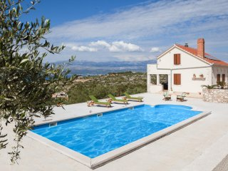 Villa Fani, brand new style villa with a large pool, spectacular sea view