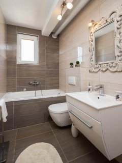 bathroom on thr ground floor