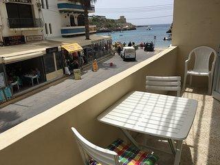 Beach Studio Apartment with views & FREE Air-condition in Xlendi Bay!