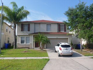 $115.00 a night ! Large 4 Bed 2.5 Bath Pool Home 10 Mins To Disney