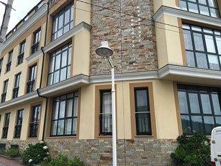 Estrenando apartamento a 200 metros de la playa,  con piscina y plaza de garaje, Porto de Espasante