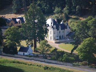 Ces gîtes sont situés dans le parc arboré du château de Sonnay