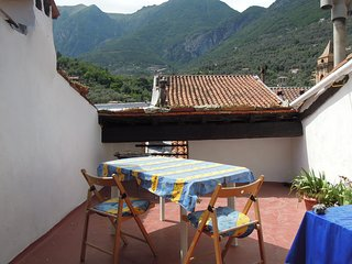 quiet holiday flat with large terrace in a medieval village