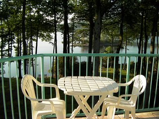 Lovely Poconos Lakefront, Lake Harmony
