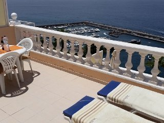 SUPERB APARTMENT WITH SPECTACULAR SUN TERRACE BOASTING CLIFF AND SEA VIEWS. 2