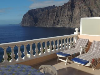 SUPERB APARTMENT WITH SPECTACULAR SUN TERRACE BOASTING CLIFF AND SEA VIEWS. 2, Los Gigantes