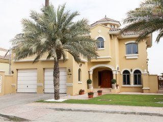 Palm Jumeirah Four Bedrooms Beach Villa, Dubai