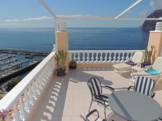 SUPERB APARTMENT WITH SPECTACULAR SUN TERRACE BOASTING CLIFF AND SEA VIEWS. 3