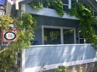 Oak Street Cottages ~ Oak Lawn ~ 1.5 Blocks to Oregon Shakespeare Festival!