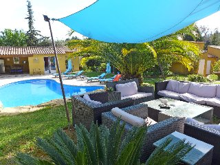 Laouque Holiday Home Sleeps 10 with Pool and Free WiFi