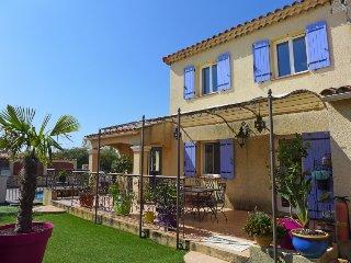 3 bedroom Villa in Les Lecques, Provence-Alpes-Côte d'Azur, France : ref 5311635