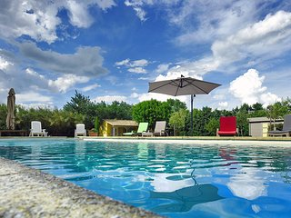 'Les Oliviers': Lovely Independent Mas in an Authentic Provencal Resort
