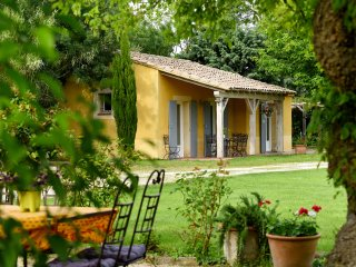 'Les Oliviers' - (6 pers: 4 adults + 2 kids) WIFI, air-con, bikes, pool
