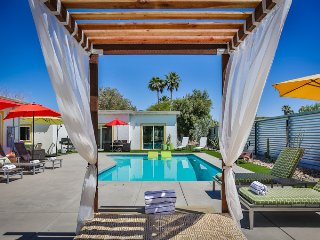 Mod Mid-Century House Close to Down Town Pool Hot tub Cabana Fire Pit Nanny Room, Palm Springs