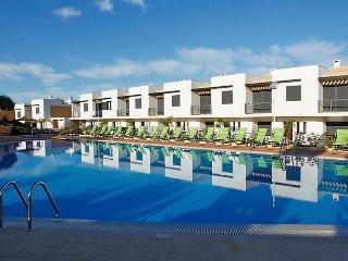 2 bedroom Villa in Albufeira, Algarve, Portugal : ref 2379065