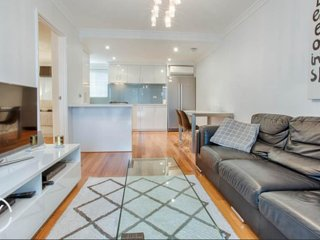 Vogue Living in South Perth, free wifi, walking distance to Perth City