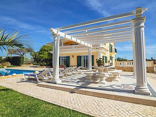 4 bedroom Villa in Branqueira, Faro, Portugal : ref 5700355