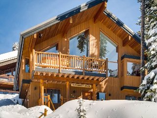 Big White Located 5 Bedroom Chalet with Vaulted Ceiling, Sauna and Real Fire