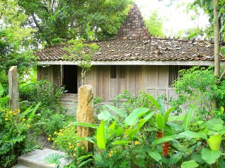Joglo Gumuk / Historical Joglo at the rice fields / private kitchen / Yoga