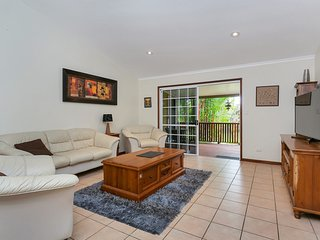 Kewarra Beach Hideaway - Three Bedroom House with Pool