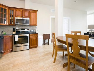 Stunning Views 3Bdrm w 3 Priv. Bath in Ctr. City East near PA Convention Center