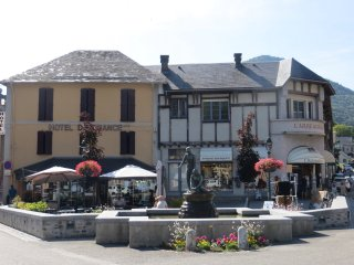 There are plenty of Cafés, restaurants and shops to enjoy