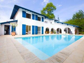 Grande maison avec piscine proche des plages